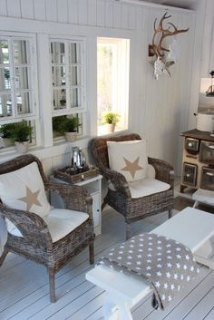 East Coast Style, Tiny Cabins, Star Decorations, Country Life, Home Decor Inspiration, Villa, Beach House, Accent Chairs, Armchair