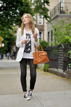 concert tee, white blazer, black skinny jeans, black tennis shoes