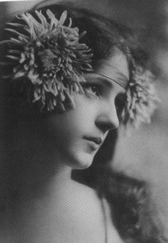 Evelyn Nesbit... this photo was LM Montgomery's inspiration for Anne (of Green Gables fame)
