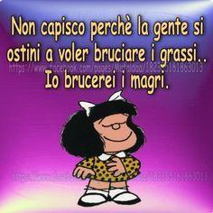 Uffa sempre a combattere con questi grassi!!!! Funny Images, Funny Photos, Fat Humor, Italian Humor, Funny Test, Dont Forget To Smile, Don't Forget, Child Smile, Vignettes