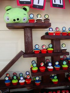 Awesome way to display Angry Birds cupcakes (and maybe adult cake too?)