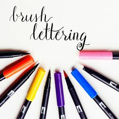 The Beginner's Guide to Brush Lettering is all you'll need to start brush lettering with a brush pen. Want to learn how to create beautiful brush lettering? Doodle Lettering, Creative Lettering, Brush Lettering, Lettering Design, Lettering Ideas, Brush Script, Tombow Brush Pen, Tombow Markers, Brush Markers