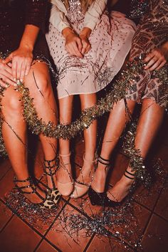Tinsel and sparkle and sequins, New Year's Eve party Party Looks, Glamour, A Little Party, Festa Party, Thing 1, Girls Night Out, New Years Eve, Girly, Portrait