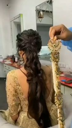 Hairstyle plays an essential part in a bridal outfit and hair accessories have come a long way from simple hairpins to heavily embellished hair clips and brooch. #bridalhairbrooch #bridalaccessory #bridalhairdo #bridalhairstyle #indianwedding #weddingideas #weddinginspiration #bridaljewellery #bridalhairideas #weddingideas #indianweddinginspiration #bridalmakeup #bridalaccessories