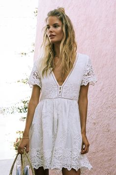Vintage White Embroidery Crop Women Square Collar Hollow-out Short Blo – Simplee Gypsy Style, My Style, Boho Gypsy, Bohemian Soul, Bohemian Summer, Boho Hippie, Hippie Style, Boho Style, Classic Style