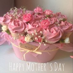 Bouquet of cupcakes for Mother's Day Cupcake Flower Bouquets, Flower Cupcakes, Diy Flowers, Mothers Day Cupcakes, Mothers Day Cake, Mothers Day Desserts, Deco Cupcake, Cupcake Cakes, Cupcakes Flores