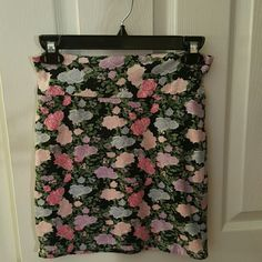 Tight flower print mini skirt Beautiful flower print tight mini skirt  Worn once  Great condition Forever 21 Skirts Mini