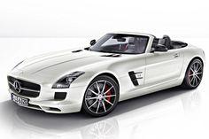 Mercedes-Benz legt bei seinem Supersportler SLS AMG nach: Coupé und Roadster sind ab Oktober 2012 in der verschärften GT-Ausführung erhältlich.