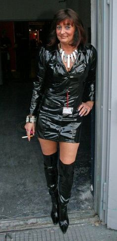 Just a guy who loves to see woman in shiny clothingPvc , Latex etcI also have a massive smoking fetishI do not own any copy write to any of the picturesSo please ask and i will remove them if you wish Mode Latex, Punk, Female, Lady, Smoking, Tops, Club, Women, Leather