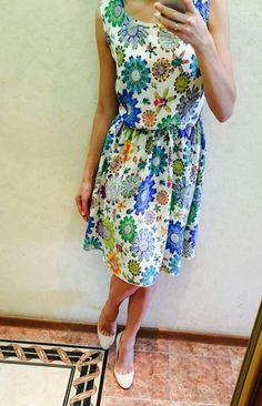 Летнее платье из штапеля в узор.  Легчайшее! Ткань - плотный штапель (вискоза 100%), свободный фасон, линия талии на резинке.  42 р. в наличии, остальные под заказ.  2700