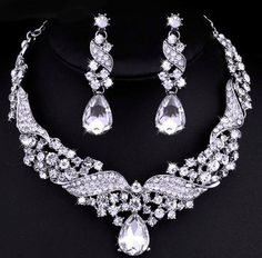 Why not dazzle on your Wedding? This crystal drop necklace earrings jewelry set is sure to be the centerpiece of your big day,