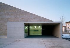 Image 10 of 41 from gallery of La Tuffière / architectes + nb. Photograph by Thomas Jantscher Nook And Cranny, Contemporary Architecture, Minimalist Architecture, Less Is More, Pathways, Garage Doors, Entryway, Photos, Gallery