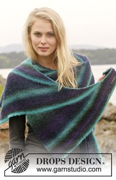 "Knitted DROPS shawl with short rows in ""Delight"". ~ DROPS Design"