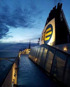 Onpas tunnelmallinen näkymä laivan kannelta iltahämärässä#eckeröline #msfinlandia #kesäillat