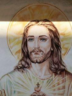 """"""" Sacro Cuore """" Pietra lavica e ceramica Decorazione a mano Particolare dopo la cottura"""