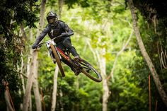 1 hour to go until World Cup DH Finals start Live broadcasting on @redbulltv. @troybrosnan qualified 1st yesterday in Cairns. The crowd will go wild if he seals his 2nd World Cup win on home soil. #iamspecialized @iamspecialized_mtb (Photo: Schieck) by iamspecialized