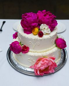 Queen of Tarts cake....so delicious! #weddingcake Blue Glass Photography Roses Too Flowers