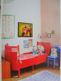 http://mortilmernee.blogspot.com/2012/05/det-smukkeste-set-lnge.html#    dolls, colorful furnishing, vintagey