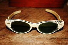 Vintage Black & Ivory Cat Eye Polaroid Cool Ray Sunglasses