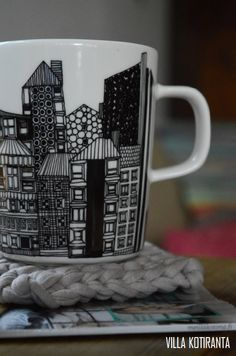 DIY: Helppo mukinalunen neulottuna trikookuteesta / Easy coaster for coffee mug from soft jersey.