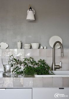 mother of pearl tile backsplash is a different and chic idea for any kitchen Deco Design, Küchen Design, House Design, Interior Design, Tile Design, Design Ideas, Grey Kitchens, Cool Kitchens, Kitchen Tiles