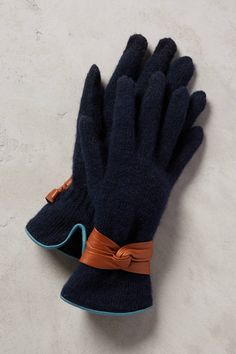 Bow-Cuffed Gloves in Navy
