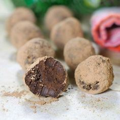Easy Dark Chocolate Avocado Truffles Ingredients: Dark chocolate, Mashed avocado, Vanilla extract, pinch of salt, Cocoa powder