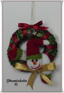 Ravelry: Mini Christmas wreaths pattern by Phoeny Christmas Ornaments To Make, Christmas 2015, Felt Ornaments, Christmas Wreaths, Christmas Knitting Patterns, 4th Of July Wreath, Ravelry, Knit Crochet, Holiday Decor