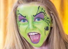 Halloween schminkideen Make-up instructions witch: Complete instructions for face painting in 3 easy Creepy Doll Halloween, Chat Halloween, Halloween Makeup For Kids, Kids Makeup, Bodysuit Tattoos, Princess Face Painting, Doll Face Paint, Make Up Anleitung, Makeup Blog