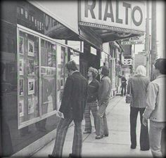 Rialto Theatre, 1974 on Bank Street near Gladstone Avenue Vintage Movie Theater, Vintage Movies, Capital Of Canada, Capital City, Rialto Theater, Old Photos, Vintage Photos, Smoke Shops, Prince Edward Island