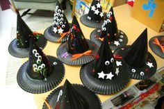 Halloween Hats for Kids - paper plates and party hatsYou can find Halloween witches and more on our website.Halloween Hats for Kids - paper plates and party hats Halloween Witch Hat, Fete Halloween, Spirit Halloween, Holidays Halloween, Halloween Treats, Halloween Pumpkins, Witch Hats, Halloween Plates, Quick Halloween Crafts