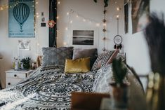 Gorgeous dreamy room. Theme:adventure and travel