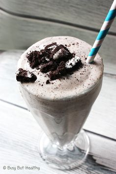 Cookies & Cream Protein Milkshake - Busy But Healthy Cookies & Cream Protein Milkshake. Tastes like a traditional milkshake! I also love that its lactose-free and gluten-free. Protein Smoothies, Protein Milkshake, Whey Protein Recipes, Milkshake Recipes, Protein Foods, Milkshakes, Dairy Free Milkshake, Whey Protein Shakes, Recipes