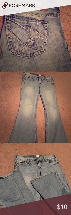 "Silver Tuesday Jeans size 29/31 Silver ""Tuesday"" bootcut jeans. Slightly worn on ends but otherwise good condition! 29""waist, 31"" inseam Silver Jeans Jeans Boot Cut"
