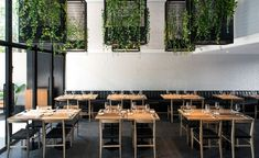 WALLPAPER: Mecha restaurant review - Buenos Aires, Argentina https://www.davincilifestyle.com/wallpaper-mecha-restaurant-review-buenos-aires-argentina/ Further cementing Villa Devoto as Buenos Aires' new culinary hub is the arrival of Mecha, an all-day steakhouse and bar, from the same group behind other neighbourhood favourites Alicia de Luca and Casa Lucca, just around the corner. Local studio MMCV – who are also behind the design of the other two restaura #restaurantdesign