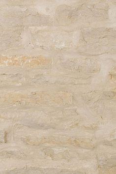 Mill Creek Siena brings real stone veneer honey tones to Fieldledge masonry (FIELDstone + LEDGEstone). Buy stone veneer with best experiences. Stone Fireplace Surround, Fireplace Wall, Real Stone Veneer, Building Stone, Stone Masonry, Mill Creek, Stone Houses, Moon Stones, Kitchen Shop