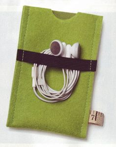 A Spoonful of Sugar: Felt Smartphone Covers Felt Crafts, Fabric Crafts, Sewing Crafts, Sewing Projects, Felt Diy, Diy Projects To Try, Crafts To Make, Sewing Hacks, Sewing Tutorials