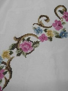 This Pin was discovered by Lal Kitsch, Cross Stitch Patterns, Diy And Crafts, Crochet, Floral, Istanbul, Palestine, Relax, Ideas