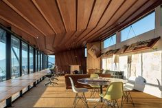 The folding ceiling references neighbouring hills and is constructed in quarter and crown cut mahogany. O'Sullivan designed and built the timber furniture; the workbench against the window is a Miesian detail.