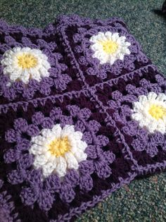 Hey, I found this really awesome Etsy listing at https://www.etsy.com/listing/152100217/daisy-granny-square-baby-blanket