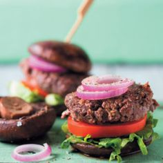 These banting friendly and gluten-free Easy No-bread Burgers will have your family begging for more. Lunch Recipes, Beef Recipes, Dinner Recipes, Burger Meat, Banting Recipes, Good Food, Yummy Food, Perfect Food, Burgers