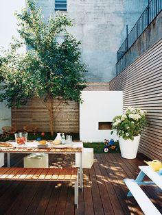 Beautiful garden of Elizabeth Ellis and Jeremy Adams in Brooklyn. Photo by Lucas Allen in Domino Magazine May 2007.