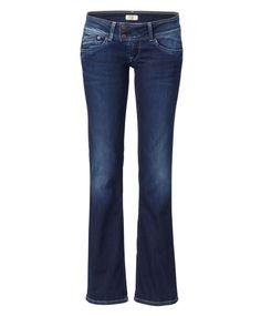 """Style """"Grace"""". Ausgestellte Jeans im lässigen 70er-Look. Tief Blau gefärbt und im Five-Pocket-Stil, mit normaler Leibhöhe. Flared Jeans lieben lässige Schlupfblusen und hohe Schuhe als Kombi-Partner! #Jeans #70ies #Impressionenversand"""