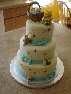 Classic Pooh Cake so freaking adorable!  Never would be able to make it but LOVE Pooh Bear :)