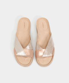 Mules métallisées en cuir - Nouveautés - Tendances printemps été 2017 en mode femme chez OYSHO online : lingerie, vêtements de sport, pyjamas, bain, maillots de bain, bodies, robe de chambre, accessoires et chaussures.