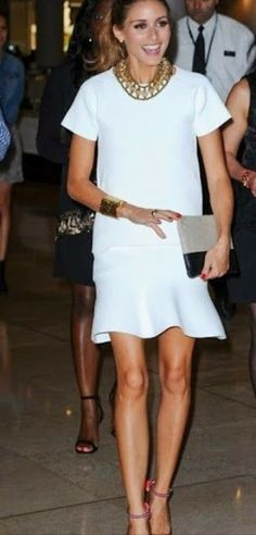 Olivia Palermo in white fluted skirt. Works with a basic blouse, button up blouse, jacket or blazer. Good piece to add a different shape to your silhouette. Olivia Palermo Lookbook, Olivia Palermo Style, Looks Street Style, Street Look, Work Fashion, Fashion Looks, Milan Fashion, White Fashion, Gothic Fashion