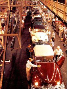Packard Assembly Line Detroit Cars, Detroit Michigan, Vintage Cars, Antique Cars, Automobile, Pontiac, American Auto, Assembly Line, Car Brochure