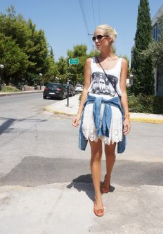 http://josieswall.com  #streetstyle #details #bag #bag #fashionblogger #fashion #leo #lace #toruburch #shoes #denim #ralphlauren