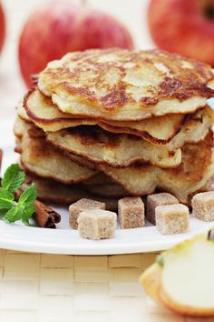 Weight Watchers Whole Wheat Apple Cinnamon Pancakes Breakfast Recipe - 6 WW Freestyle Points and 5 Smart Points Healthy Meals For Two, Easy Healthy Breakfast, Breakfast For Kids, Healthy Foods To Eat, Healthy Eating, Healthy Breakfasts, Healthy Choices, Low Calorie Recipes, Ww Recipes