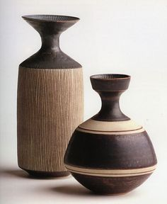 lucie rie bottles (1959) from studio pottery - twentieth century ceramics in the victoria and albert museum collection, 1993